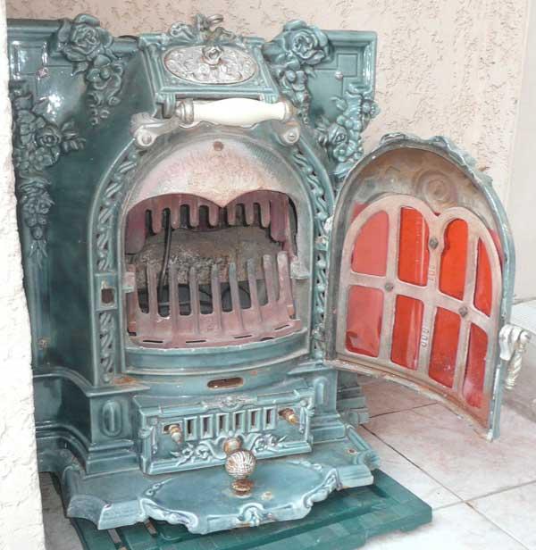 les concurrents de la salamandre. Black Bedroom Furniture Sets. Home Design Ideas
